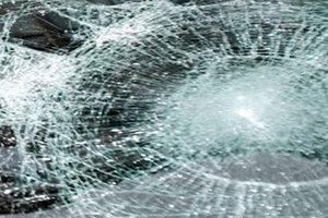 Εκτόξευσαν πέτρες σε διερχόμενα αυτοκίνητα