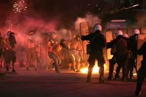 «Πόλεμος» μεταξύ οπαδών και αστυνομικών