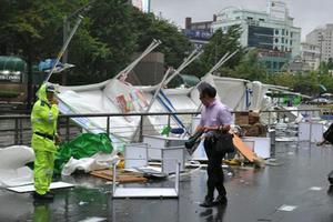 Τουλάχιστον δέκα νεκροί από τον τυφώνα Καρλ