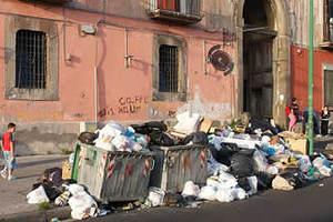 «Πλημμύρισε» σκουπίδια η Νάπολη