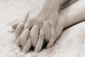 Αγοραίος έρωτας μεταξύ ανδρών με φόντο… νεκροταφείο
