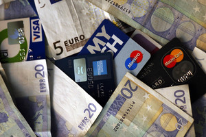 Αφορολόγητο μόνο για όσους χρησιμοποιούν πλαστικό χρήμα