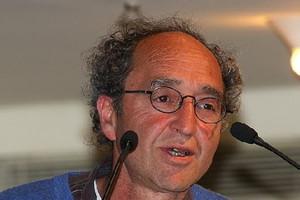 Ελεύθερος υπό όρους αφέθηκε ο συγγραφέας Ντογάν Ακανλί