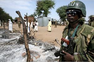Καταδίκη για τη σφαγή των κυανόκρανων στο Σουδάν