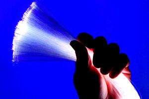 «Γκάζι» για την οπτική ίνα πατάει η κυβέρνηση