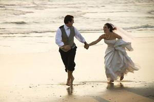 Πώς να οργανώσετε έναν οικονομικό γάμο στην παραλία