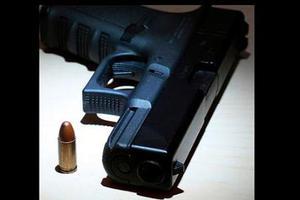 «Μήνυμα» με όπλο στο site του Άδωνη