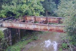 Κλέβουν και τα σίδερα από τις γέφυρες!