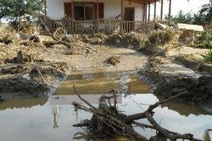 Σπίτι παρασύρθηκε από τα ορμητικά νερά