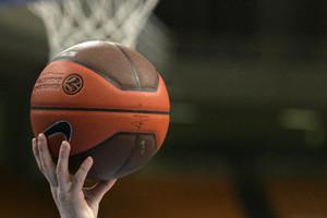 Μπασκετμπολίστες έπαιξαν με προσφυγόπουλα στον Ελαιώνα