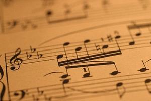 «Την ακούμε» με τη μουσική που μας αρέσει
