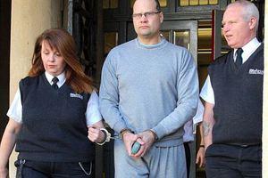 Πα-τέρας μαχαίρωσε 22 φορές τη 17χρονη κόρη του
