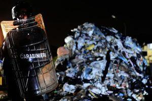 Η Καμόρα πίσω από τις διαδηλώσεις για τα σκουπίδια;