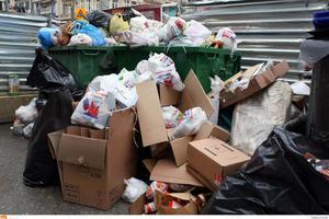 Αλεξανδρούπολη: Πήγε να πετάξει τα σκουπίδια και βρήκε έναν άνδρα μέσα στον κάδο