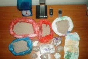 Μάζεψε 12.300 ευρώ από εμπόριο ναρκωτικών