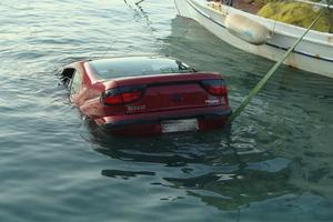 Αυτοκίνητο έπεσε στην θάλασσα στον Κότρωνα Γυθείου