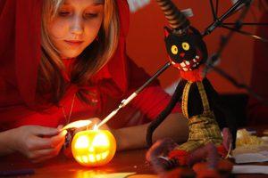 Η Google με το σημερινό της Doodle τιμά το… τρομακτικό Halloween