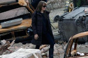 Η Ατζελίνα μέσα στα ερείπια