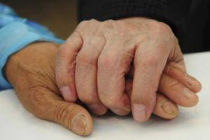 Τα αρθριτικά δεν προσβάλλουν μόνο τους ηλικιωμένους