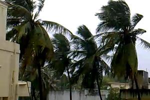 Φονικός κυκλώνας «σαρώνει» την Ινδία