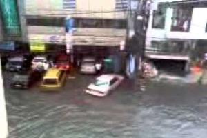 Συνεχίζονται οι φονικές πλημμύρες στην Ταϊλάνδη