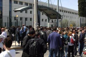 Διαμαρτυρία καθηγητών ΑΕΙ στο υπουργείο Παιδείας