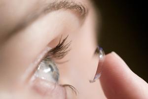 «Έξυπνοι» φακοί επαφής θα μετρούν το σάκχαρο στα δάκρυα των διαβητικών
