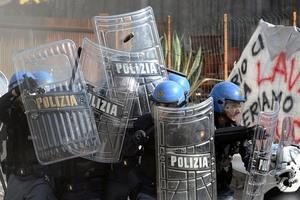 Τρεις αστυνομικοί τραυματίες σε συγκρούσεις οπαδών στην Ιταλία