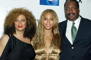 Πρώτα οι γονείς της Britney, τώρα της Beyonce