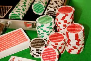 Παρτίδα πόκερ με εγχώριους celebrities
