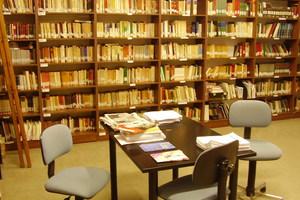 Ανοίγει τις πόρτες της στα παιδιά δημοτική βιβλιοθήκη Πειραιά