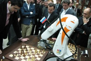 Σκακιστής - ρομπότ παίζει ασταμάτητα για τρία χρόνια