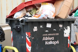 Χριστούγεννα και Πρωτοχρονιά με σκουπίδια στην Αθήνα