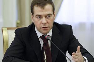 Τετραήμερη εβδομάδα εργασίας προβλέπει για το μέλλον ο Μεντβέντεφ