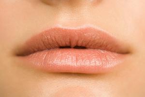 Προστατέψτε τα χείλη σας για το καλοκαίρι