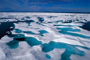 Το λιώσιμο των πάγων ανεβάζει τη θερμοκρασία