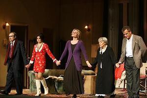 «Μάνα, μητέρα, μαμά»στο θέατρο Βεάκη