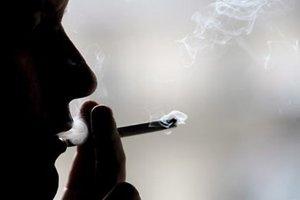 Η κοινωνική απομόνωση ωθεί στο κάπνισμα