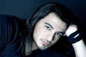 Ο Δήμος Αναστασιάδης τραγουδά για τους ερωτευμένους