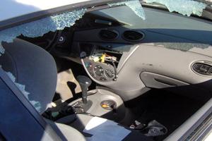 Ταυτοποιήθηκαν δύο άτομα που είχαν ρημάξει τα αυτοκίνητα στην Άμφισσα