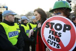 Νέες διαδηλώσεις σε όλη τη Βρετανία