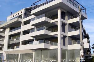 Αρχίζει στη Κύπρο η εκποίηση ακινήτων για κόκκινα δάνεια