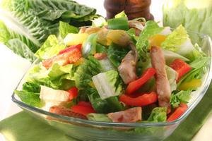 Πώς θα κάνετε λιγότερο βαρετές τις σαλάτες σας;