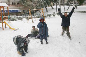 Τα χιόνια κρατούν τους μαθητές στο σπίτι