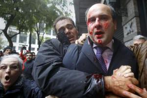 Τα κόμματα καταδικάζουν την επίθεση