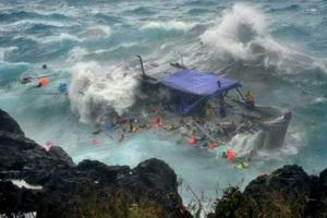 Βυθίστηκε πλοιάριο με τουρίστες