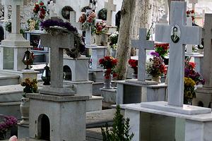 Λεηλάτησαν νεκροταφείο στη Μαγνησία
