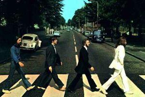 Σε δημοπρασία το σακάκι του John Lennon