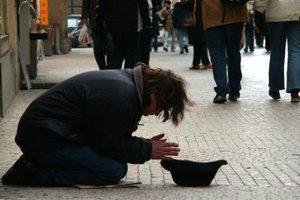 Σύσκεψη στην Αρχιεπισκοπή για τους άστεγους και τη φτώχεια