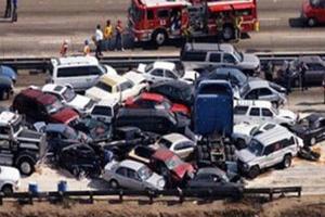 Δεκάδες νεκροί και 40 τραυματίες από καραμπόλα 26 οχημάτων
